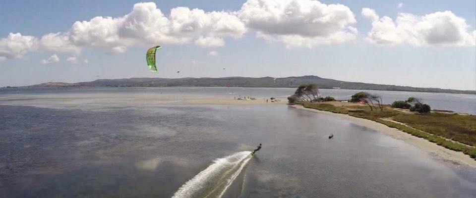 Vista dall'alto del famoso kite spot di Punta Trettu in Sardegnable spot for kitesurfing in the South of Sardinia