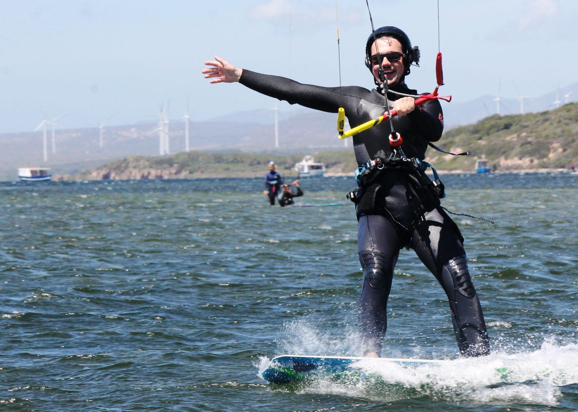 Corso kite Zero to Hero a punta trettu kite sardegnaKite Surf Course in Punta Trettu Sardinia: Lern to Kite Surf in the fantastic kite spot of Punta Trettu in the paradise of Sardini