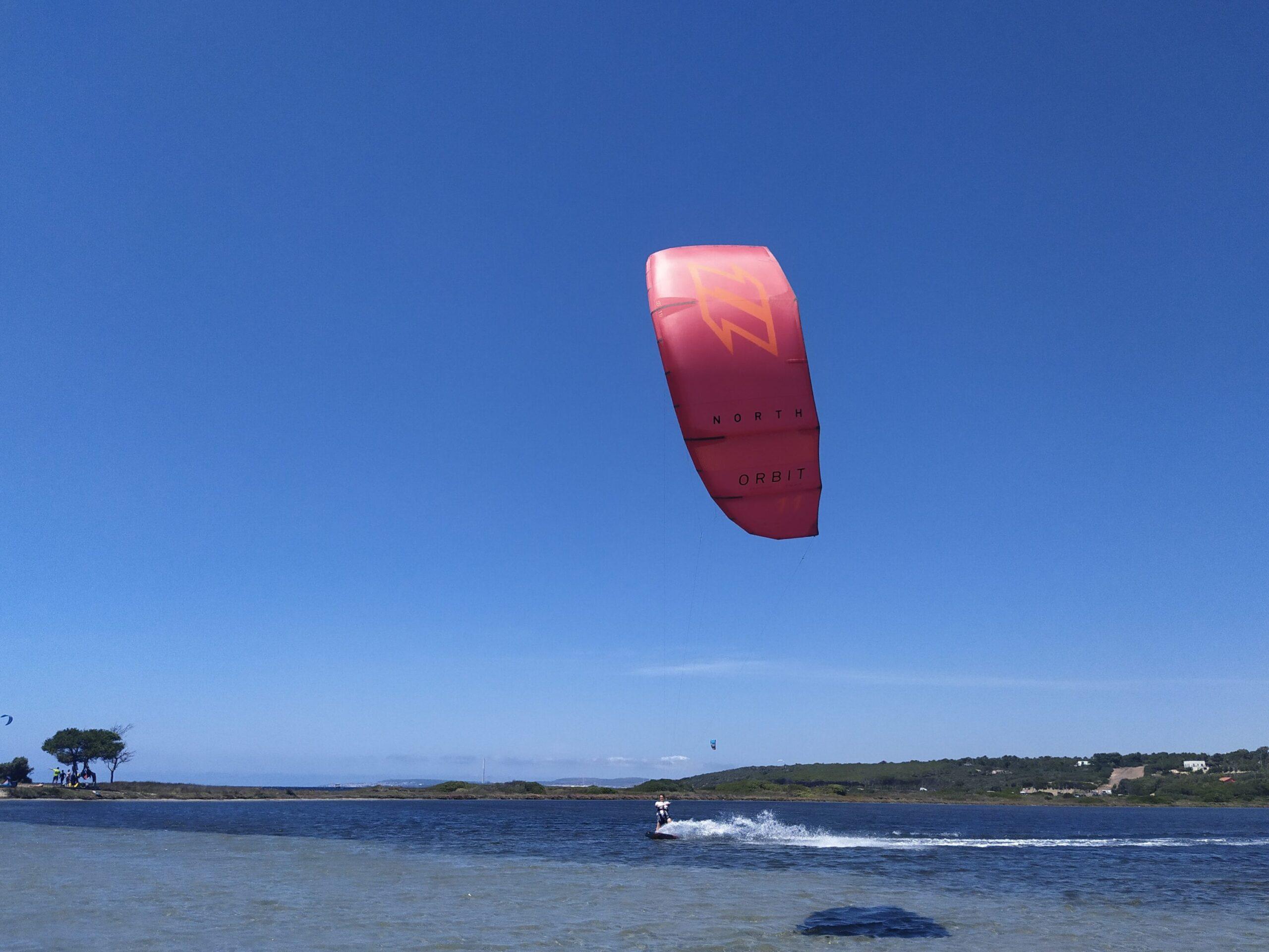 Kite nel fantastico kite spot di Punta Trettu Sardegna