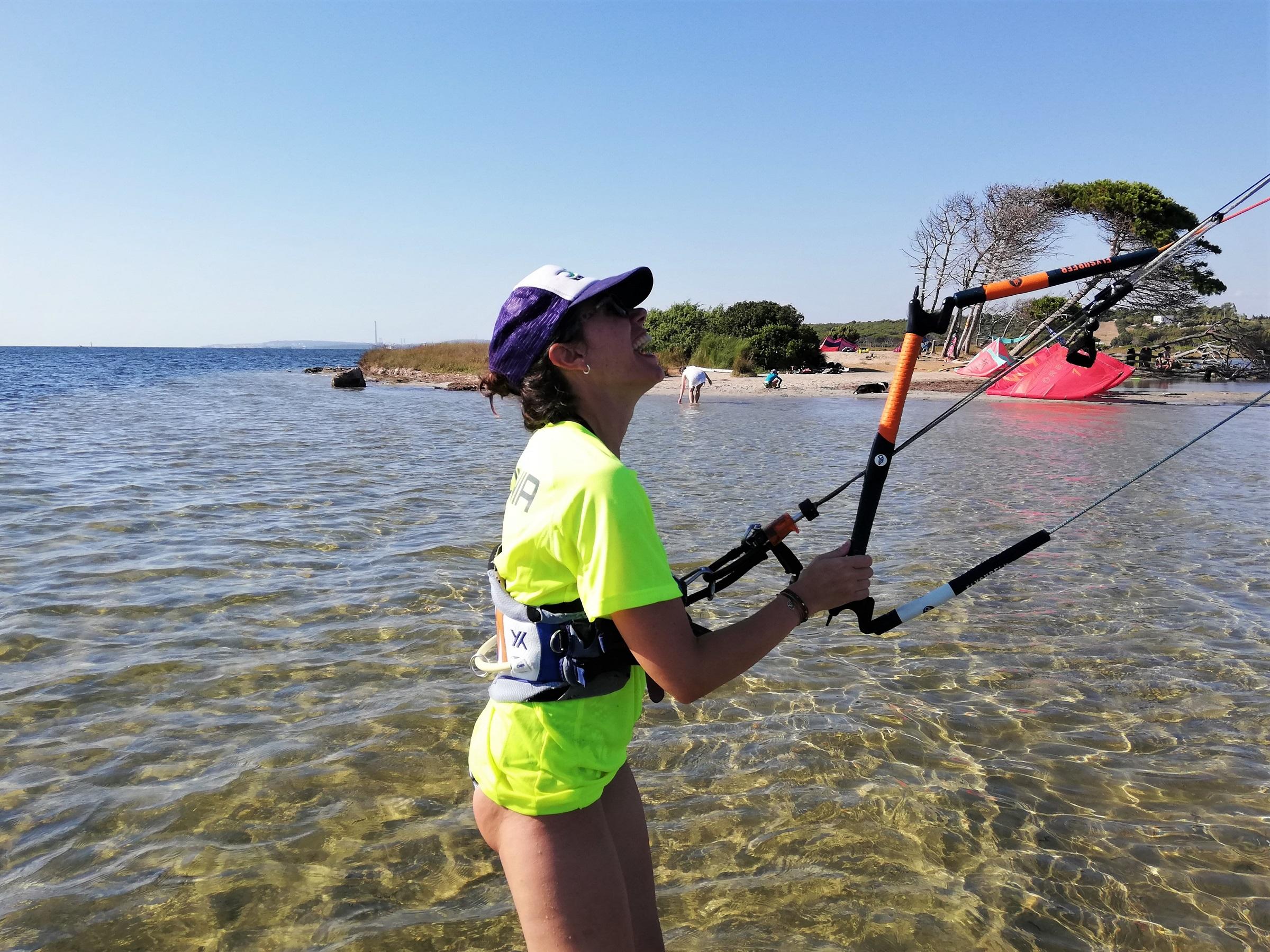 lezione di kitesurf a Punta Trettu in Sardegna